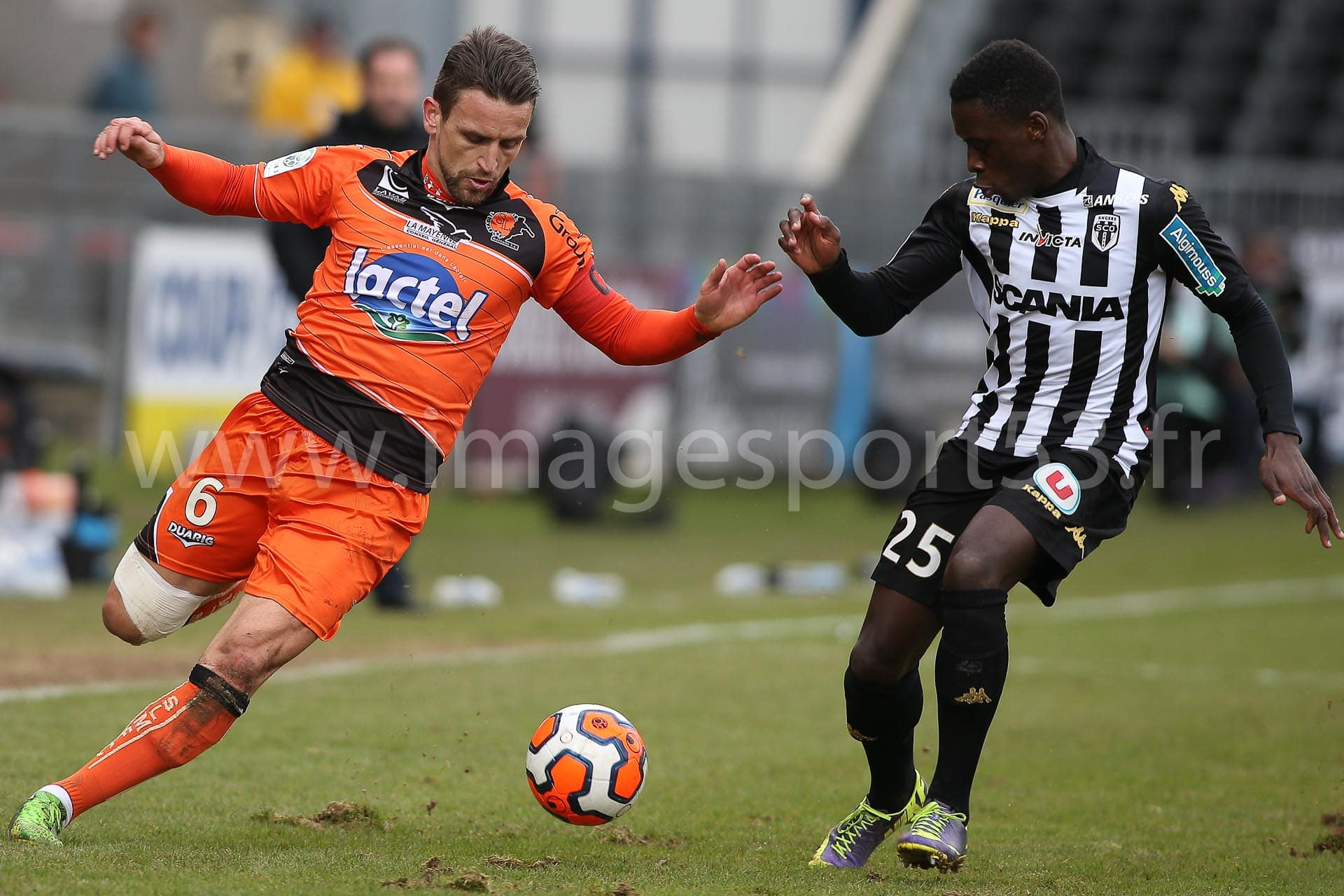 Anthony GONCALVES (Stade Lavallois), Arnlod BOUKA MOUTOU (Angers