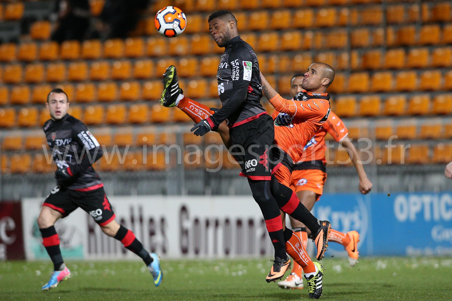 William REMY (Dijon FCO) Gary COULIBALY (Stade Lavallois)