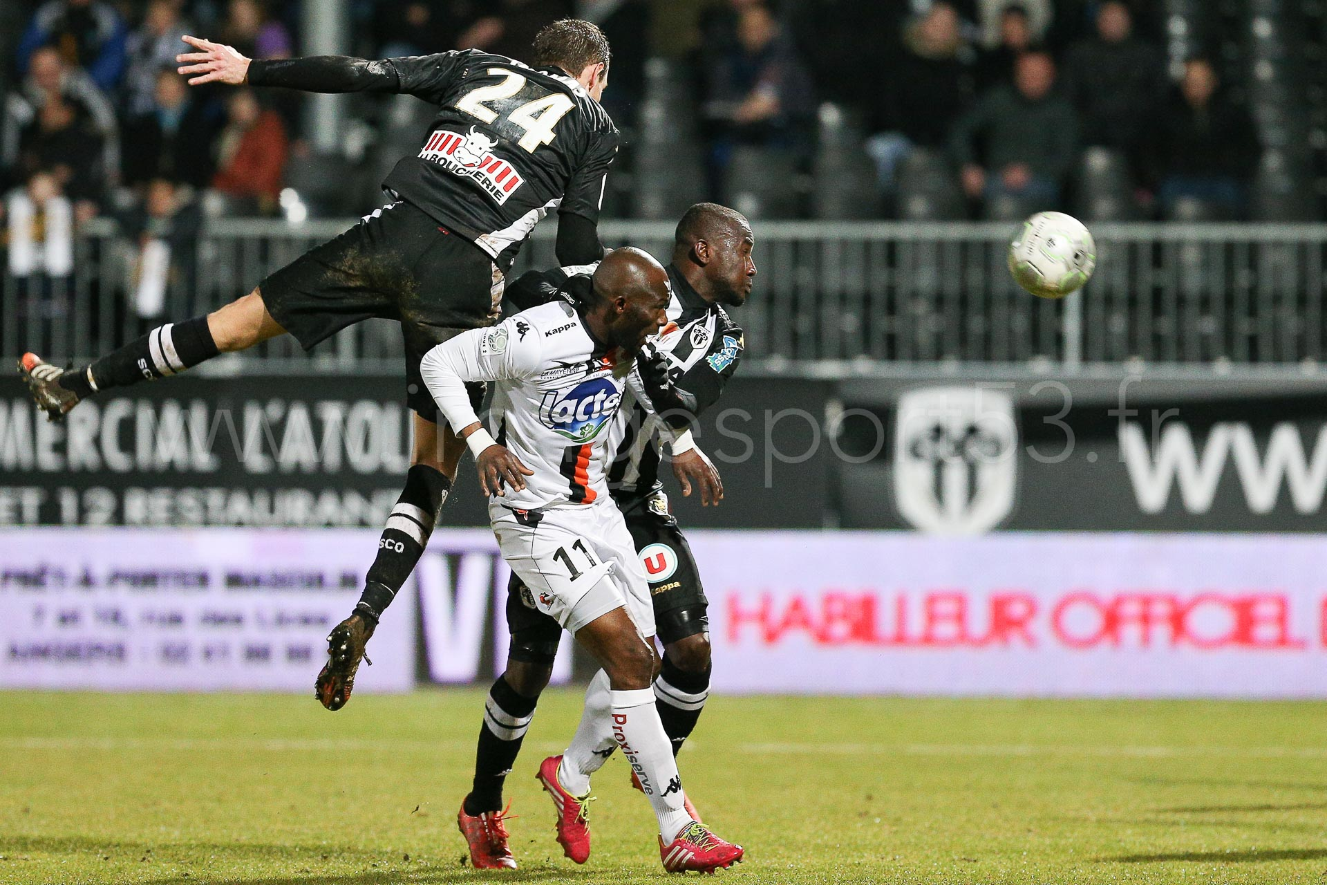 NG-Ligue2-1415-J25-Angers-Laval_19