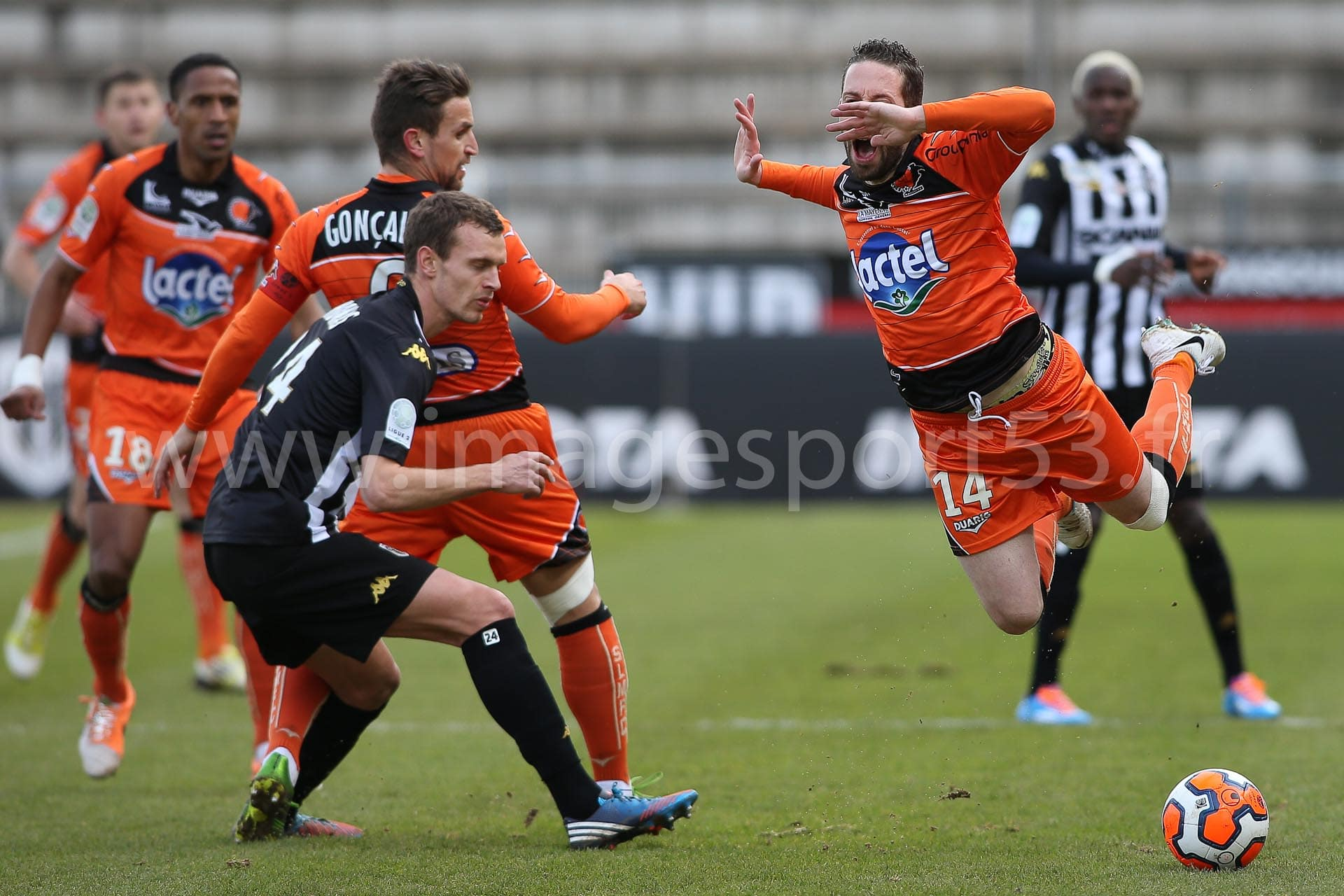 Romain THOMAS (Angers SCO), Guillaume RIPPERT (Stade Lavallois)