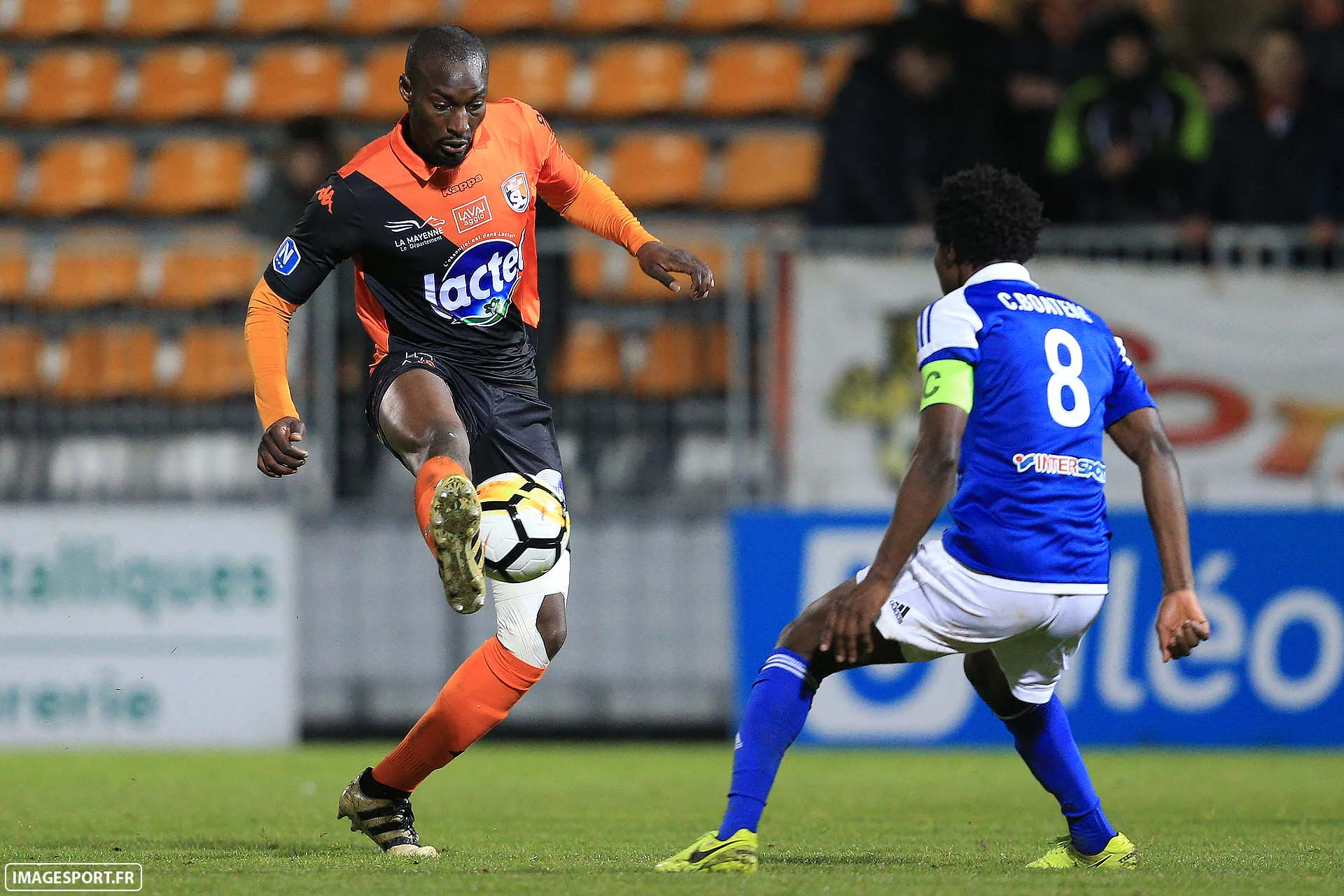 Bira DEMBELE (Stade Lavallois) / Charles BOATENG (US Avranches Mont-Saint-Michel)