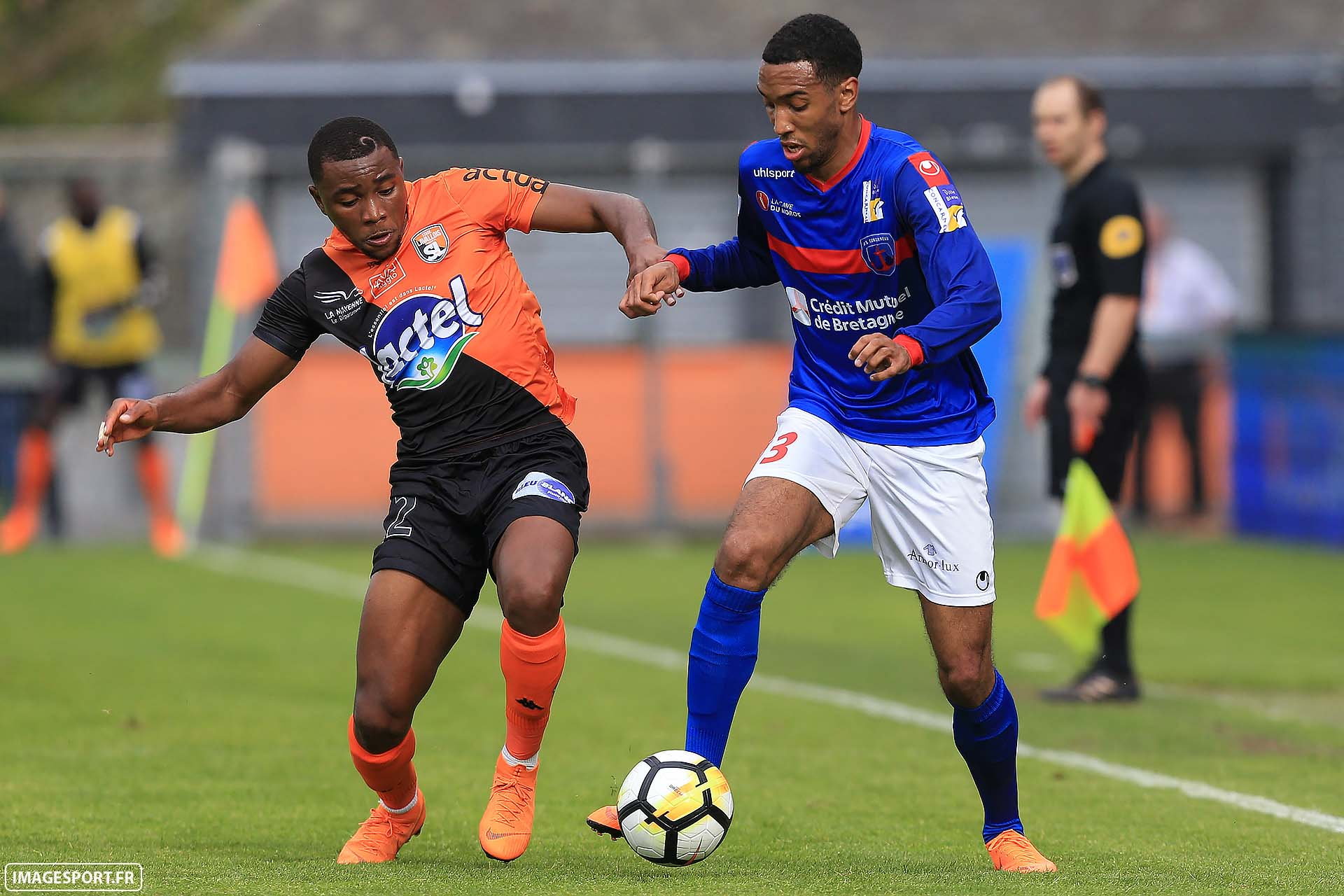 Sharly MABUSSI (Stade Lavallois) / Matthieu GERAN (US Concarneau)