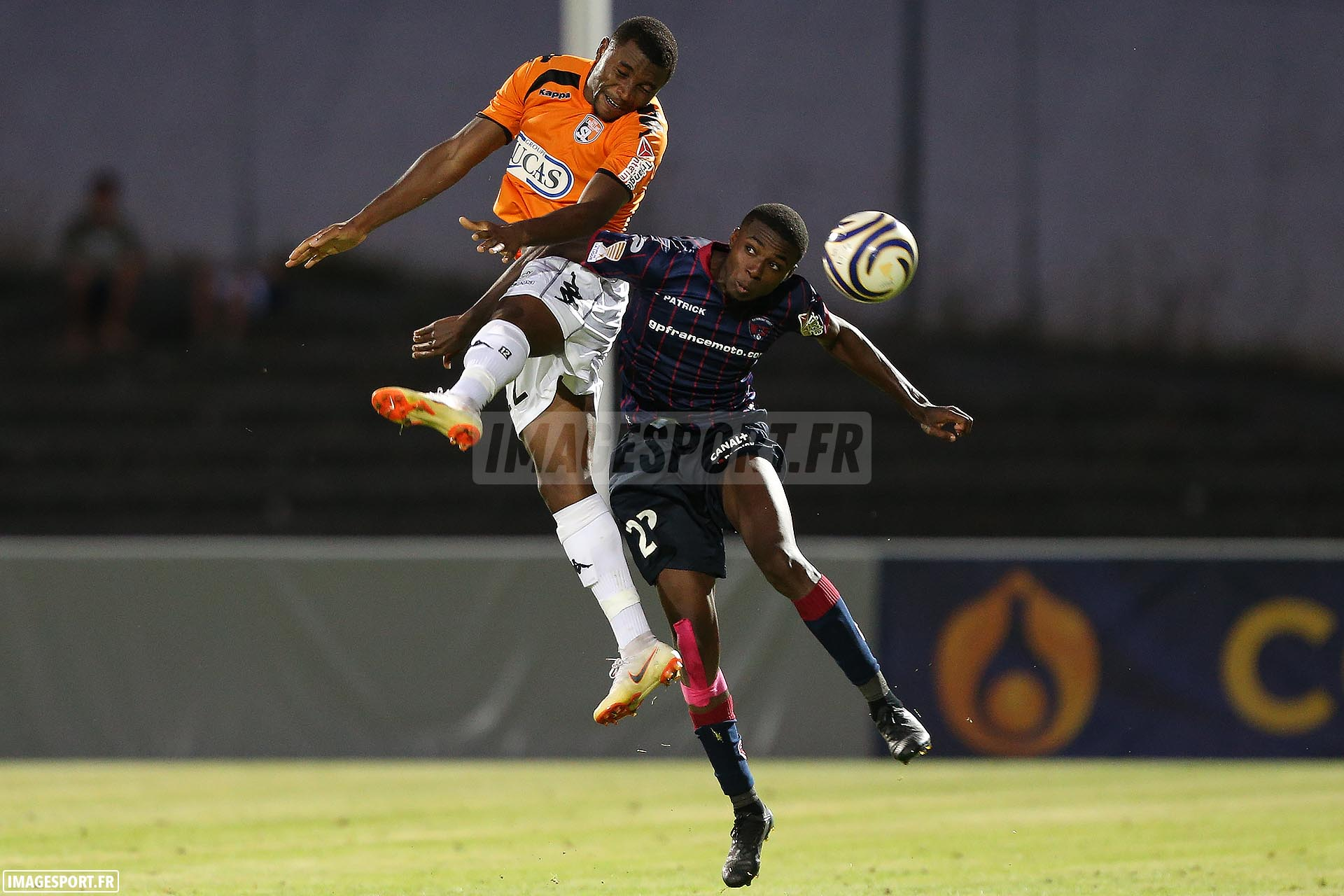 Sharly MABUSSI (Stade Lavallois) / Julio DONISA (Clermont Foot)