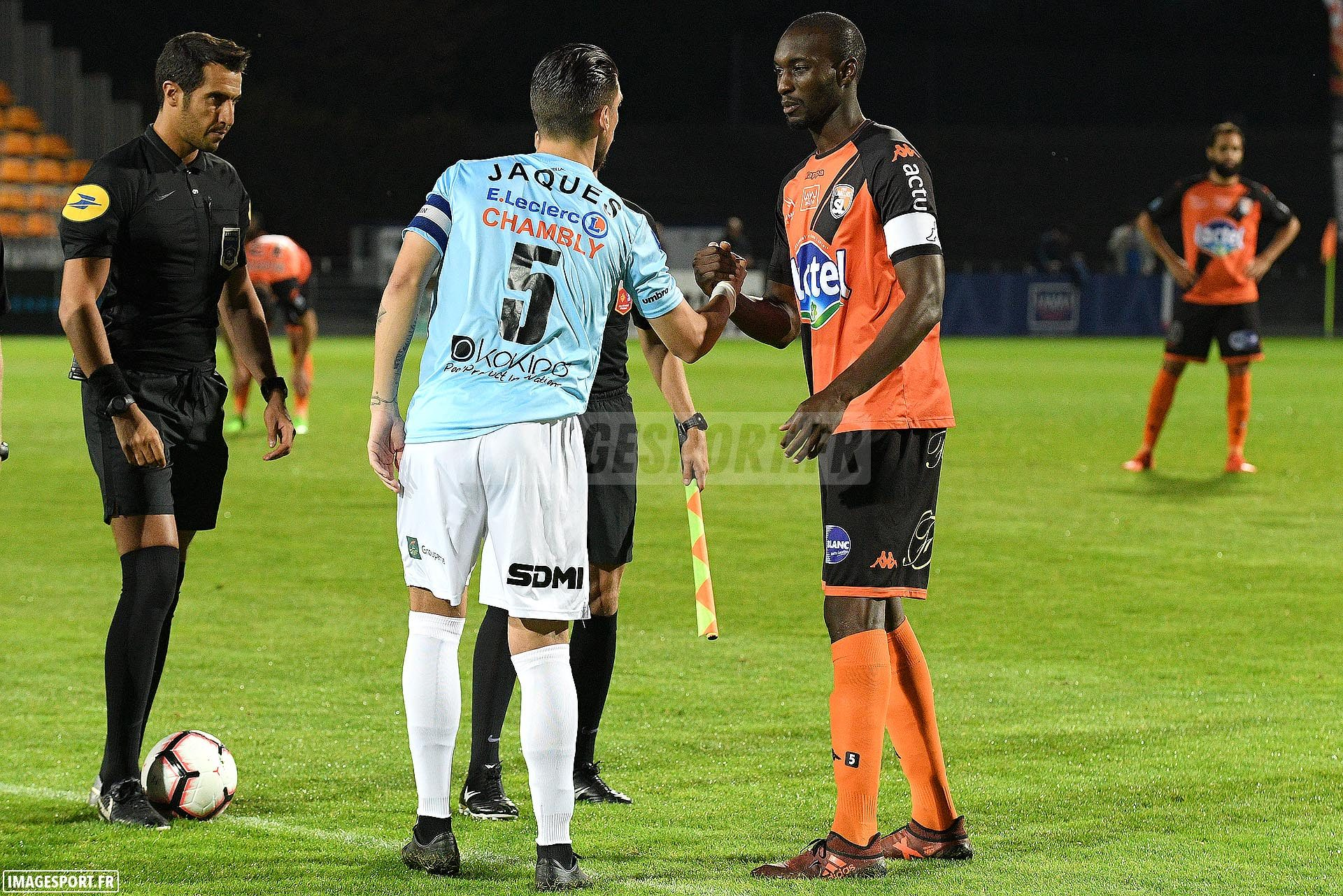 Thibault JAQUES (FC Chambly Oise) / Bira DEMBELE (Stade Lavallois)