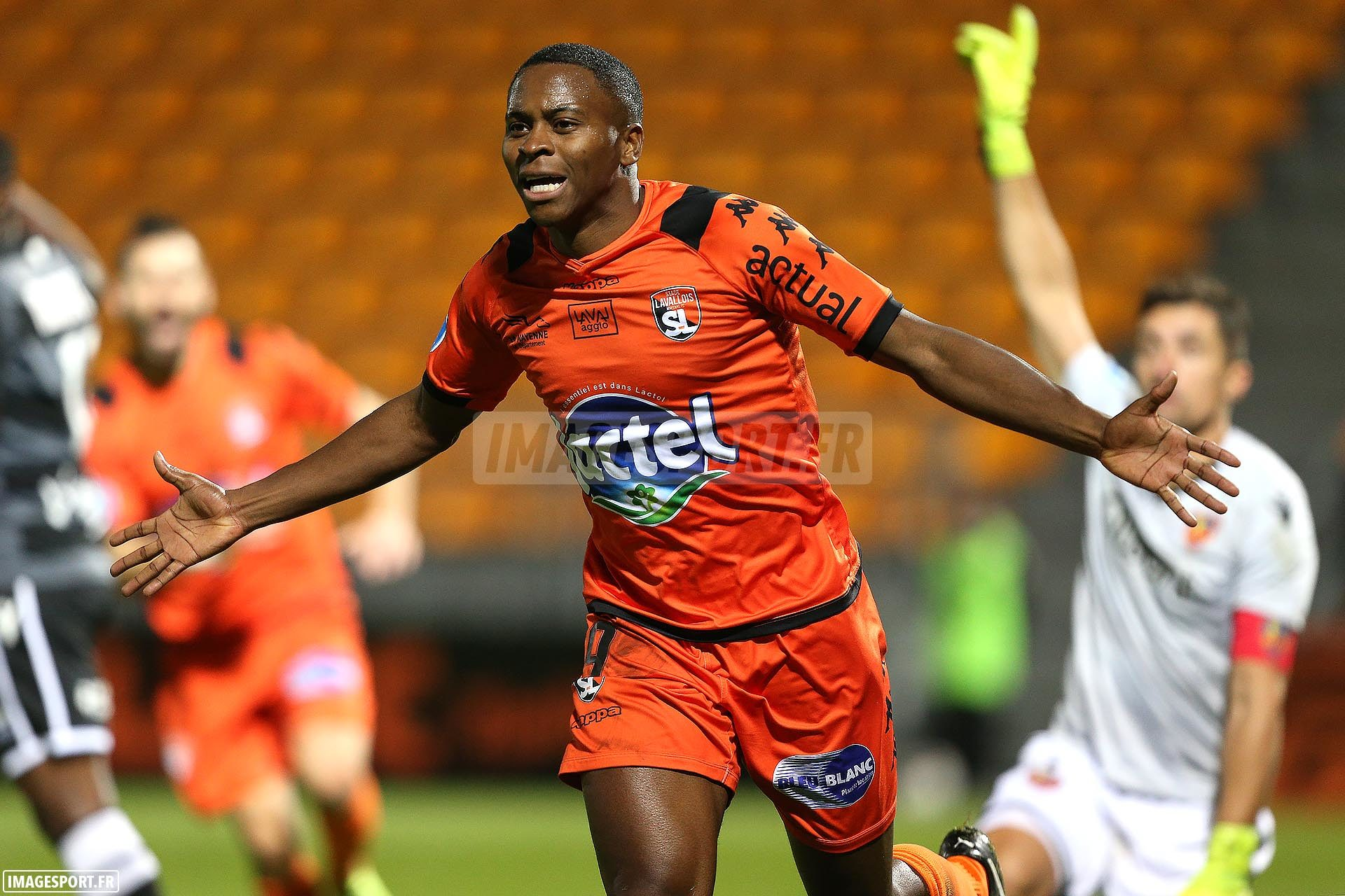 national-laval-ajaccio-football_16